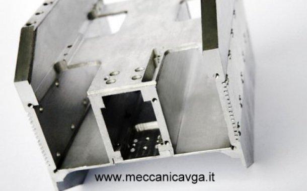 lavorazione su profilo estruso in alluminio
